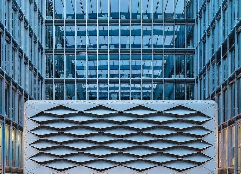 Glas-Schiebewände ohne Eckpfeiler, wärmegedämmt, komplett öffenbar. Bild: Solarlux GmbH