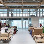 Hochschalldämmende Glaswand in hybrider Produktionsstätte in Rheinau
