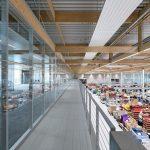 Glastrennwand zwischen Büro und Produktion