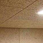Offen liegendes Dämmmaterial an Wand und Decke. Bild: Knauf Insulation GmbH