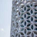 Wabenförmige Vorfassade aus vorgefertigten Betonteilen. Bild: CRE Panel GmbH