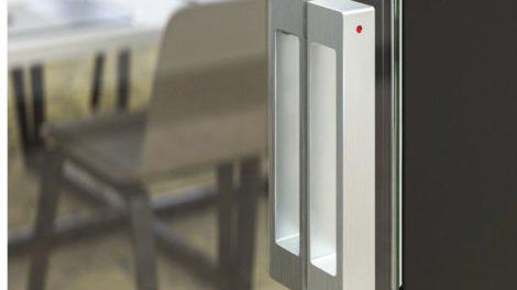 Ganzglastür mit Keep Closed-Schließsystem. Bild: Simonswerk