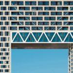 Ein Luftfenster in der Fassade für den Durchblick. Bild: Ossip van Duivenbode