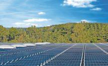 Bauder bietet durchdringungsfreie, einfach zu montierende und modulunabhängige Unterkonstruktionen für die Installation der Photovoltaik-Anlage an.