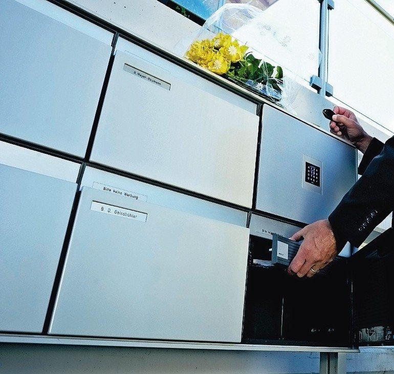 In Kooperation mit s:stebler bietet die Glutz AG eine elektronische Paketfach-Anlage an, die dafür sorgt, dass Pakete sicher aufbewahrt werden.