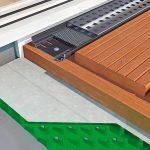 Querschnittmodell einer Holzdielenterrasse mit Entwässerung. Bild: Gutjahr