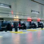 Das vollautomatische Parksystem wird über eine unterirdische Zufahrt erreicht. Bild: Richard John Seymour / OMA