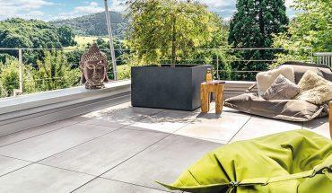 Höhenverstellbare Stelzlager und Plattenlager für Terrassensanierung. Bild: Proline Systems