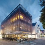 Die Neugestaltung des Kubus Aalen vollführt den architektonischen Brückenschlag zwischen dem angrenzenden Rathaus sowie der historischen Bebauung der Altstadt. Bild: Merz Objektbau GmbH & Co. KG, Aalen