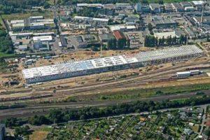 Im Kölner Stadtteil Nippes entstand das erste CO2-neutrale ICE-Instandhaltungswerk Deutschlands. Bild: Bernhard Fischer Luftbildfotografie