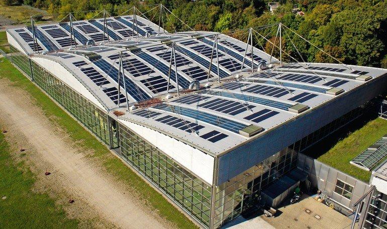 Dachintegrierte PV-Anlage mit multifunktionaler Dachabdichtung