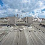 Adiabatische Kühlung - Hitze im Produktionsgebäude beherrschen mit Verdunstungskühlung. Bilder: Colt International