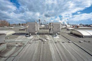 Adiabatische Kühlung - Hitze im Produktionsgebäude beherrschen mit Verdunstungskühlung