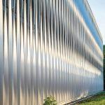 Die Lisenenfassade mit gedrehten Elementen sorgt für besondere visuelle Effekte. Bild: Goldbeck