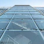 Das offene Treppenhaus mit Glasfassade ist typisch für Goldbeck-Parkhäuser. Bild: Goldbeck