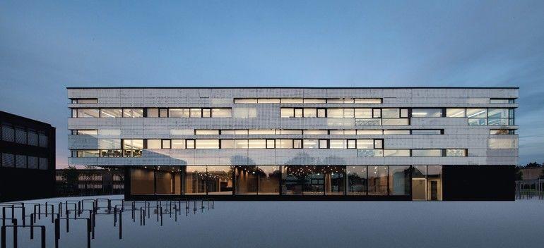 Das BTA-Lüftungssystem in der neuen Realschule in Memmingen vereint die Eigenschaften einer Bauteilaktivierung mit denen einer Lüftungsanlage. Bilder: Kiefer