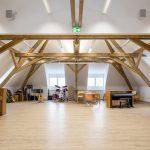 Von dem im Dachgeschoss der Realschule eingerichteten Musiksaal dringt dank der Baumaßnahmen kein Ton mehr in die darunter gelegenen Klassenzimmer. Bild: Lindner