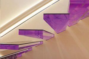 """Kragarmtreppe aus Acryl: """"Space Diamond"""" von Siller. Bild: Siller"""