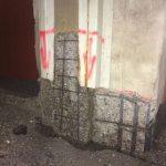 Aufgrund einer zu geringen Betonüberdeckung der Bewehrung waren Abplatzungen im Wandsockelbereich entstanden. Bild: Ed. Züblin AG