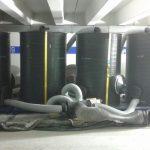Vor Beginn der Beschichtungsarbeiten wurden Aktivkohlefilteranlagen installiert. Diese reinigen die Umluft, um die während der Verarbeitung entstehende Geruchsbildung für die Baubeteiligten sowie für die Anwohner auf ein Minimum zu reduzieren. Bild: Ed. Züblin AG