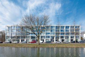 Beton-Fertigteile für Decken, Innenwände und Fassadenelemente als hochwertige Modulbauweise für Bauherrengemeinschaft mit Selbstausbaumöglichkeit. Bild: Stijn Poelstra