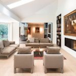 Der großzügig gestaltete Wohnbereich im klassischen Stil bietet eine einladende Atmosphäre. Bild: Eclisse