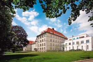 renovierte Altbauwohnungen in der ehemaligen Safranberg-Klinik. Bilder: Kneer-Südfenster