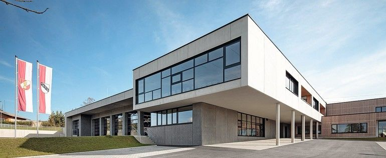 Unter einem Dach: Kinderbetreuung und Feuerwehr-Hauptwache. Bilder: Lamilux