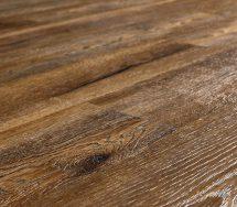 Designboden mit Holzmaserung und Trittschalldämmung. Bild: Earthwerks