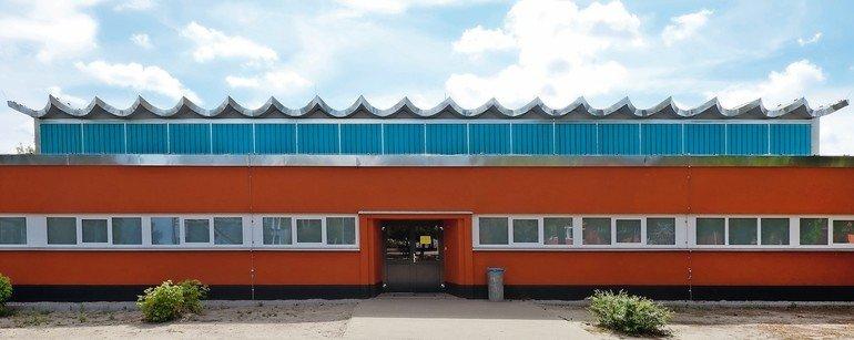 Sporthalle in Kloster Lehin: Natürlich ausgeleuchtet dank transluzenter Fiberglasplatten. Bilder: Jet-Gruppe