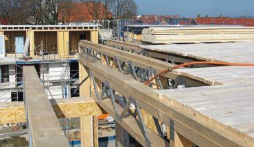 Geschossdecken und Wände für Holzrahmen- und Holzfertigbau lassen sich aus Parallelträgern mit Nagelplatten-Stegen wirtschaftlich konstruieren. Bild: Suckfüll/GIN, Ostfildern; http://www.nagelplatten.de