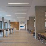 Großzügiger Raumeindruck durch einen mit Farbe und Kornwirkung gestalteten, direkt nutzbaren Betonboden. Bild: Dyckerhoff