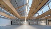 Fertigbauteil aus Holz ist hochtragfähig für große Stützenraster. Bild: Kielsteg Deutschland GmbH