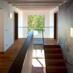 Durchweg lichtdurchflutet – die großen Fenster holen die Sonne ins Haus, die Helligkeit und Wärme im gesamten Haus verströmt. Bild: Kneer-Südfenster