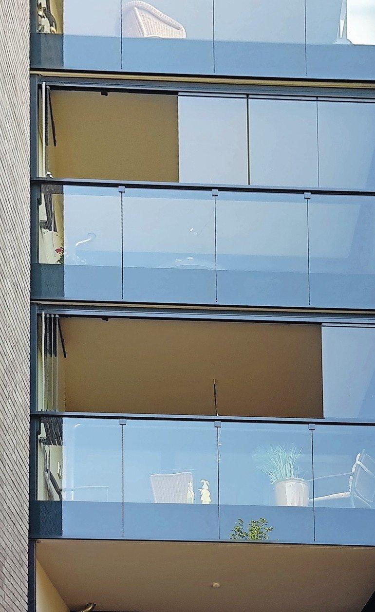 Gemeinsame Rahmenloser Ausblick - Balkonverglasung für das Werfthaus #RI_15