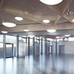 Moderne Dachkonstruktion aus Furnierschichtholz-Platten und -Balken für den Speisesaal Bild: Metsä Wood