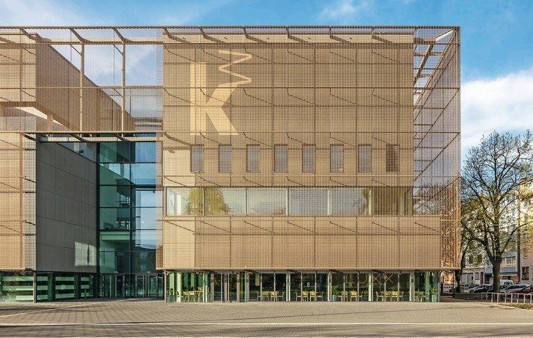Eine farbneutrale, reflexionsarme Verglasung sorgt in der Kunsthalle Mannheim für ungehinderten Lichteinfall, freien Ausblick und unverfälschte Farbwiedergabe.