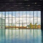 Die beiden großformatigen Panoramafassaden lassen Ausblicke in Richtung Spree zu. Bild: Stephan Falk, Berlin/Schüco