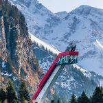 Die Heini-Klopfer-Skiflugschanze ist eine Skiflugschanze außerhalb des Allgäuer Ortes Oberstdorf (Bayern) im Stillachtal (Birgsautal). Die Schanze liegt in unmittelbarer Nähe zum Freibergsee. Sie ist zurzeit eine der größten Skiflugschanzen der Welt. Bild: Ralf Lienert