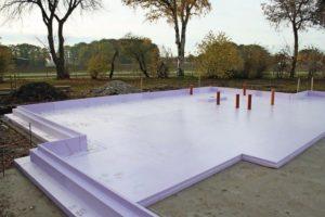 Bodenplattendämmung: Wärmebrückenfreies Stecksystem. Bilder: Jackon Insulation
