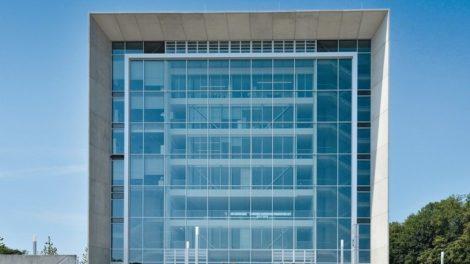 Sonnenschutzverglasung des Lehr- und Weiterbildungszentrums in Aachen. Bild: sop architekten, B+E Fotografie