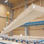 Balken in einer Produktionshalle. Bild: Steico