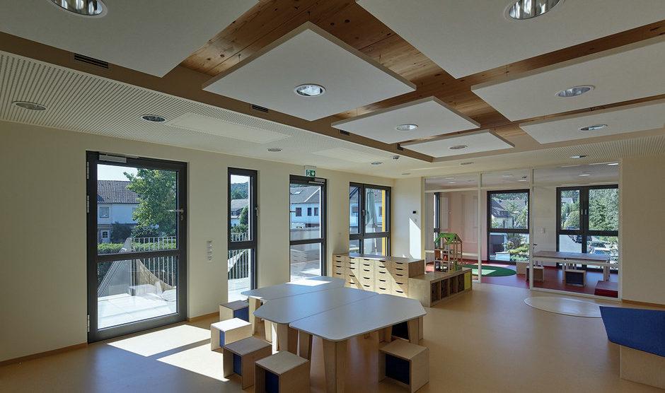 """Sensitiv für gute Luftqualität: Der Holzwerkstoff """"Swiss Krono OSB/3"""" sensitiv eignet sich vor allem für Kitas, Schulen, Gesundheits- udn Seniorenbereiche. Bild: Marcel Kohnen"""
