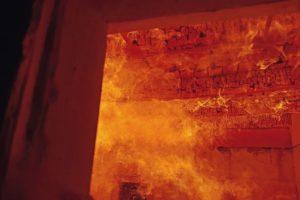 REI 45 Brandprüfung: Sichtbarer Dachstuhl mit Holzfaser-Dämmung. best wood Schneider hat einen sichtbaren Dachstuhl von innen brandschutztechnisch geprüft. Bild: best wood Schneider