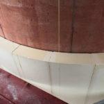 Der exakte 7-Meter-Radius ist Platte für Platte mit Hilfe von Lotfäden abgesteckt. Foto: Meffert