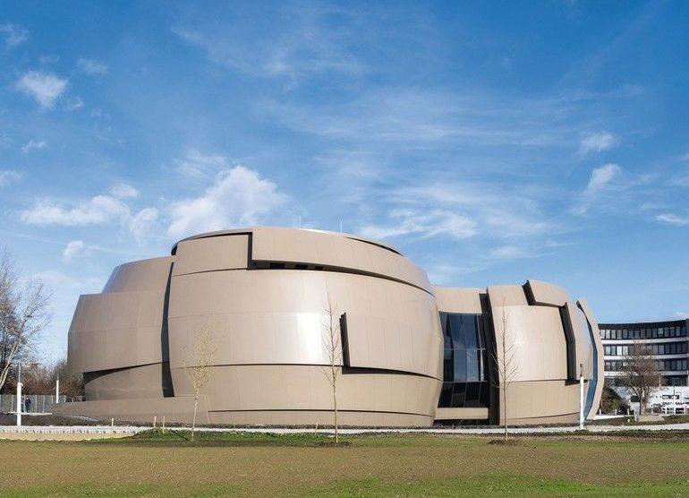 Blick auf das ESO Supernova Planetarium & Besucherzentrum kurz vor seiner Eröffnung.