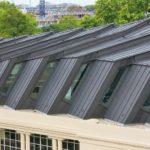 Transparente Bereiche an den Seiten der Dachsegmente lassen Tageslicht in das Dachgeschoss. Bild: Paul Kozlowski und VM Building Solutions