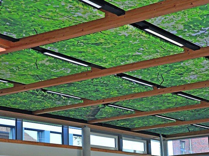 Deckenplatten mit Laubwerkbedruckung. Bild: Best