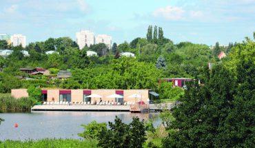 Charakterstark in den Park integriert sind die Gebäude der IGA Berlin 2017. Bild: Autor