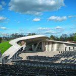 Die Freilichtbühne von Paul Böhm nach Art eines Amphitheaters ist sanft in die Gartenlandschaft eingebettet. Bild: IGA/Dominik Butzmann